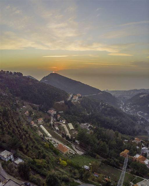 Sun decorating our mountains top🇱🇧⛰🇱🇧......... lebanon ... (`Aramoun, Mont-Liban, Lebanon)