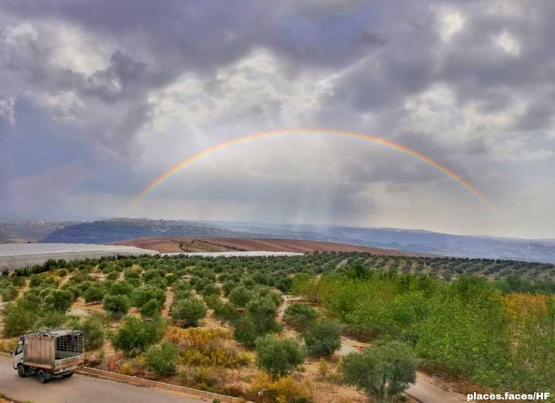ان كنت ترغب في رؤية قوس قزح, فعليك أن تتعلم حب المطر 🌈Photo by @hussein. (Ghassâniye, Al Janub, Lebanon)