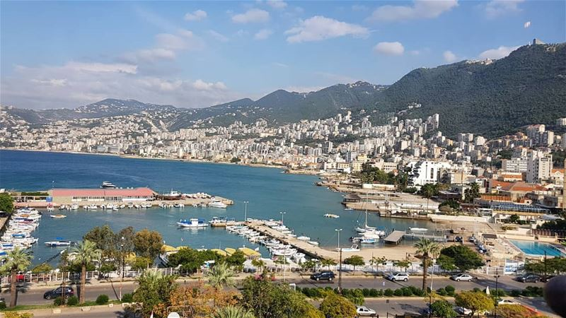A beautiful morning🌞 jounieh bay mountains lebanon whatsuplebanon ... (Jounieh, Liban)
