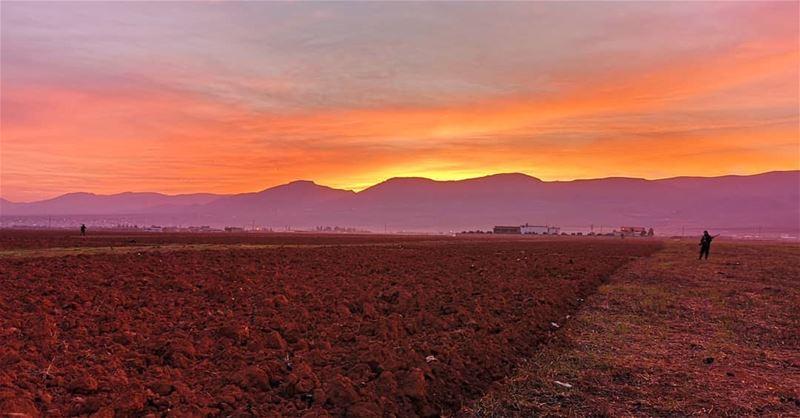 lebanon livelovelebanon livelovebekaa sunrise dawn sky mountains plain... (El Kaa, Béqaa, Lebanon)