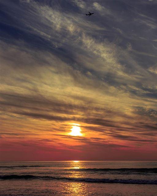 🌅🌅............. Sunset pysglb sea beirut clouds lebanon... (Ramlat Al Bayda', Beyrouth, Lebanon)