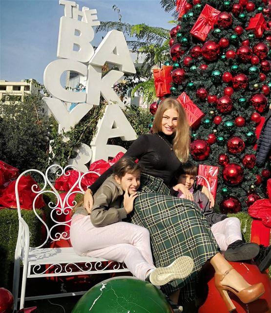 Getting ready for Christmas!!! 🎅🎄 Заметила, что в жарких странах начинают (The Backyard Hazmieh)