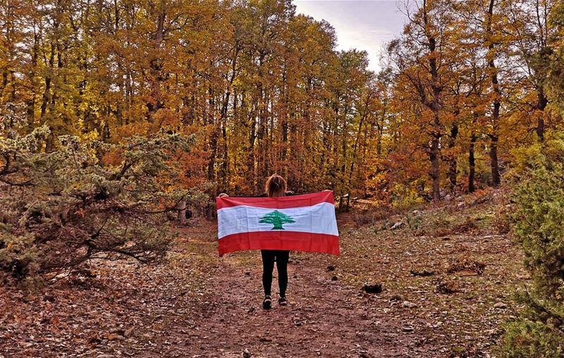 ...كيف ما كنت بحبك بجنونك بحبك و إذا نحنا إتفرقنا بيجمعنا حبك و حبة من تراب (Fnaïdek, Liban-Nord, Lebanon)