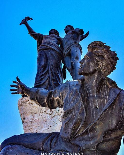 Dans tout cœur de Français digne de ce nom, je puis dire que le nom seul... (Martyrs' Square, Beirut)