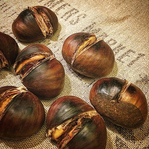 Those simple moments are always the best:)🌰🖤🧡💛 chestnuts ...