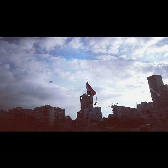 aujourd'hui, nous célébrons avec amour ... la fête nationale du LibanHoy...