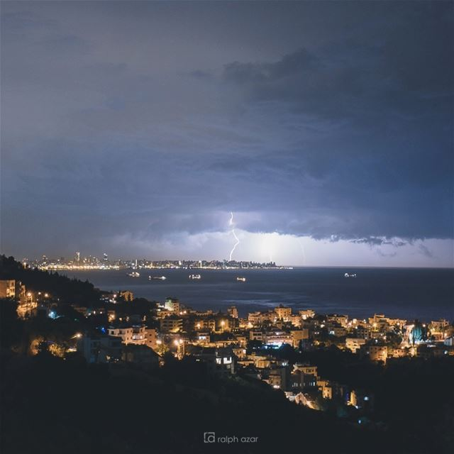 🌩 late night thunderstorms 🌩 beirut autumn2018.... thunderstorms... (Bouâr, Mont-Liban, Lebanon)