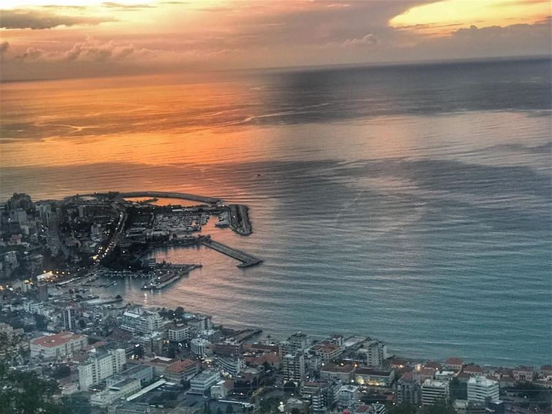 Sunsets at its best ♥️ livelovelebanon  liveloveharissa  livelovebeirut ... (Harîssa, Mont-Liban, Lebanon)