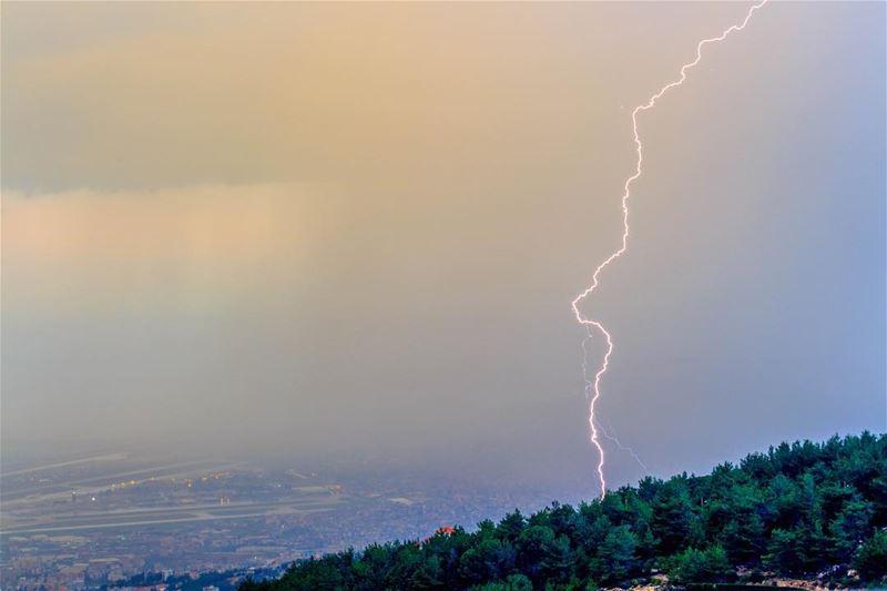 lightning mountains storm pysglb lebanon beirut landscape nature... (Kayfun, Mont-Liban, Lebanon)