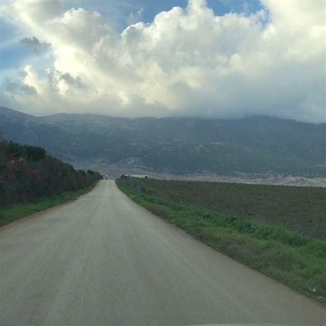 راجع راجع يتعمر.. راجع لبنانراجع متحلي وأخضر أكثر ما كانهلا يابا.. هلا يا (Ghazzé, Béqaa, Lebanon)