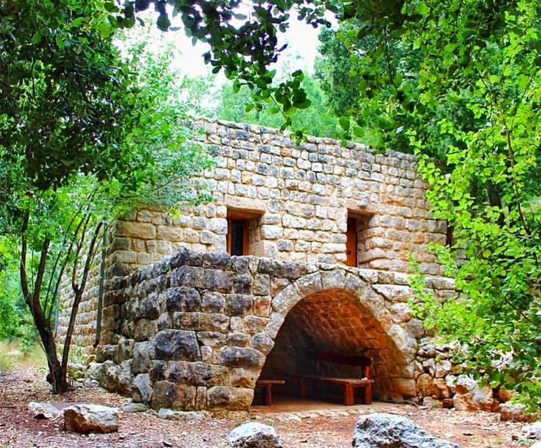يا ريت انت و انا بالبيت شي بيت ابعد بيت ممحي ورا حدودالعتم و الريح و التل (Wadi Salib)
