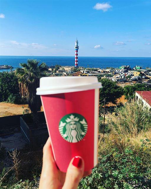 بين البحر و القهوة يمتزج الصباح بأنقى معاني الجمال صباح_الحب من قلب بيرو (المنارة - بيروت)
