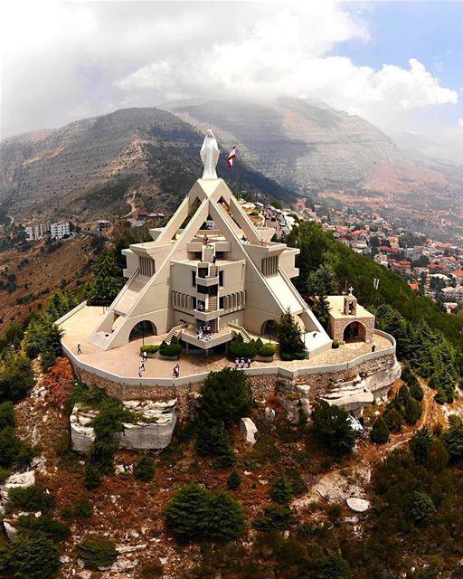 Vista panorâmica para o santuário da Virgem Maria em Éden, Líbano-Norte (Sa (Saydet El Hosn - Ehden)
