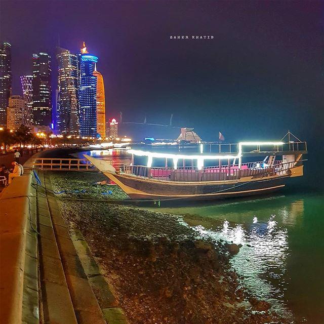 لن أبتسم بعد ،الريح الصقيعية تُجمد شفتي .أملاً آخر أضعتُ ،أغنيةٌ آخرى ست (Doha Corniche)