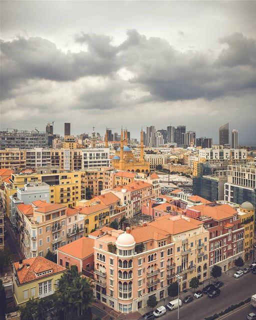 🇱🇧🇧🇷 Os telhados mais coloridos de Beirute escondem uma das áreas mais... (Saifi village)