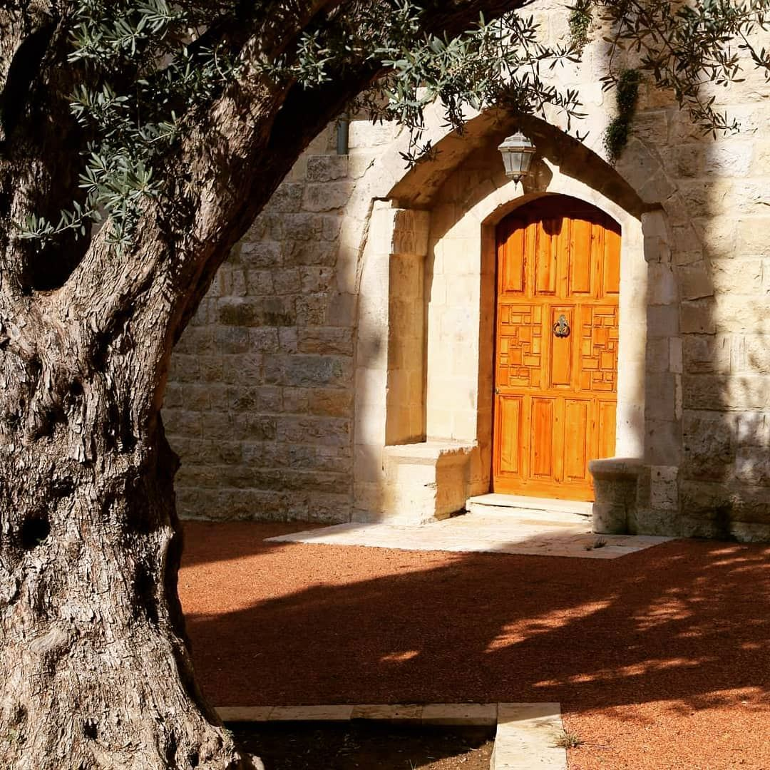 A palace like no others.Stay tuned we are organizing another visit on jan... (El Moukhtâra, Mont-Liban, Lebanon)