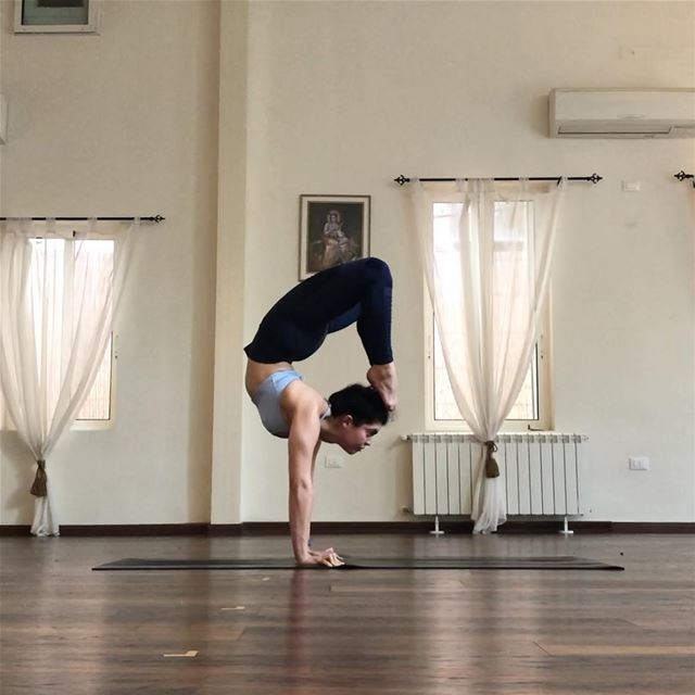 I was able to hold scorpion pose ☝🏾 before holding a straight handstand... (Sarvam Yoga)