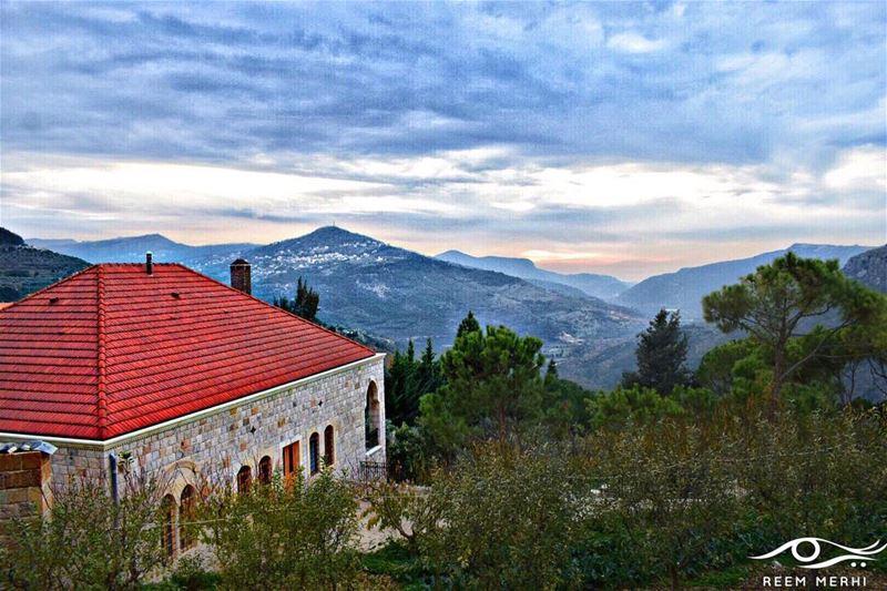 زمن الهداية قد ولّى،وزمن التطبيق قد حلّ،خيوط الشمس نزلت، على الارض و عدل (Maasser Ech Chouf, Béqaa, Lebanon)