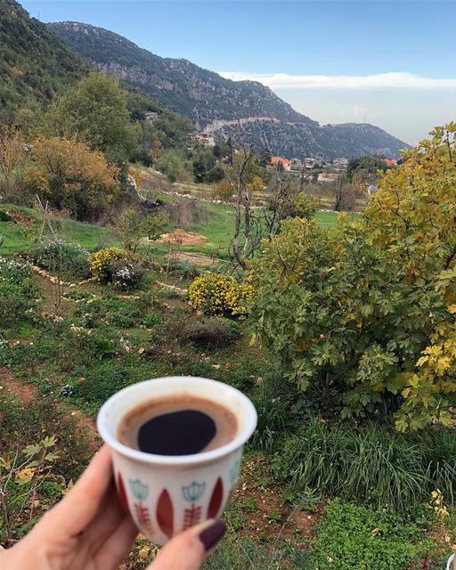 ومن يرى عيناك سيحبك رغم عن ارادته صباح_الجمال.... ramramcoffee ...