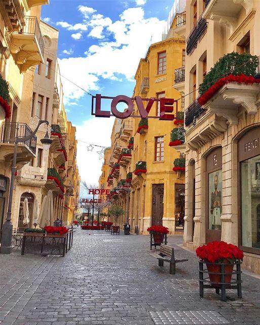 🇱🇧🇧🇷 Amor, Esperança e Paz. Que a semana de todos nós seja repleta de... (Downtown Beirut)