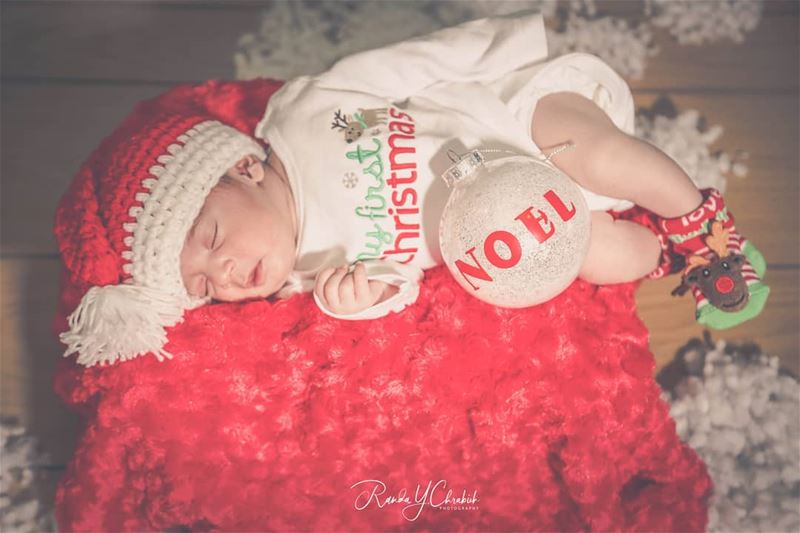 Believe in the spirit of Christmas. 🎄😍📸Book your session📱03125527  ...