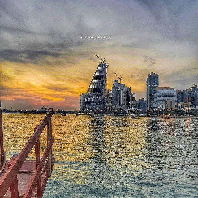 لنشيدك اتسعت عيون العاشقات . نعم تسمّي خصلةالقمح البلاد ، وزرقة البحر البل (Doha)