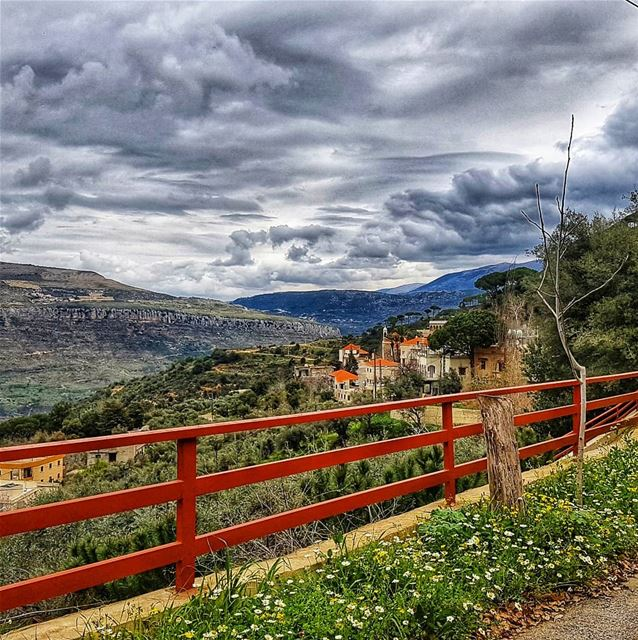 I just love stormy weather ⛈... (Jezzîne, Al Janub, Lebanon)