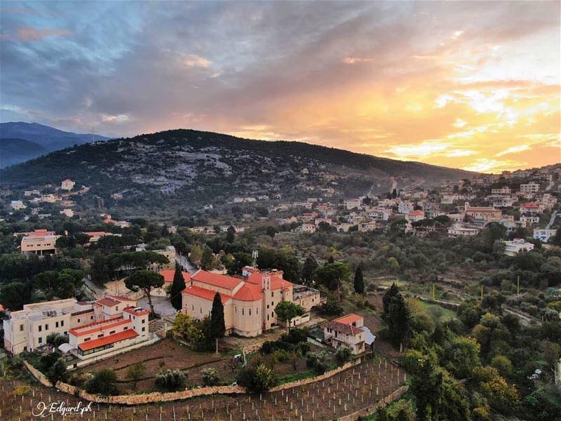 مغيب الشمس من القبيات 😍 photo taken by @eddbeich161 lebanese kobayat♥️... (Al Qubayyat, Liban-Nord, Lebanon)