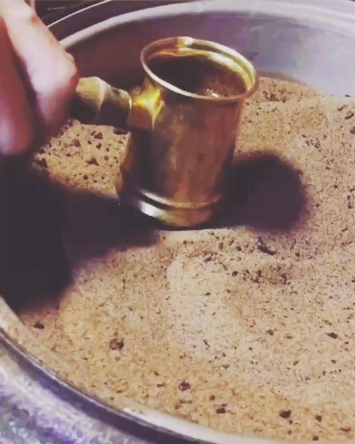 في قهوة ع المفرق في موقدة وفي نار ☕️💁..... ramramcoffee ... (رأس بيروت)