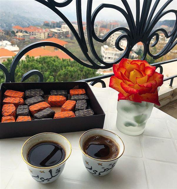 فنجان القهوة مع صوت فيروز قد يكونا من أكثر ما يدفع الكثير من عشاق البن للشع