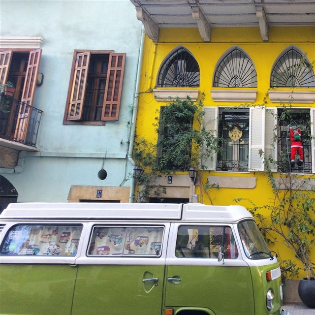 Colors of Beirut💚💙💛 streetphotography beirutcity achrafieh ... (Achrafieh, Lebanon)