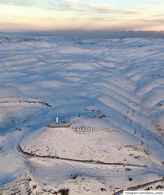 🇱🇧🇧🇷 Imensidão branca das montanhas libanesas cobertas pela neve. É... (Faraya, Mont-Liban, Lebanon)