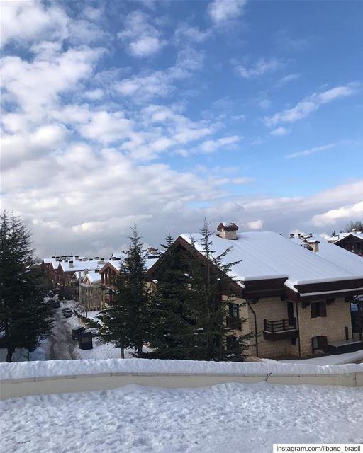 🇱🇧🇧🇷 A temporada de esqui começou com tudo no Líbano. Arraste para ver... (Mzaar Kfardebian)