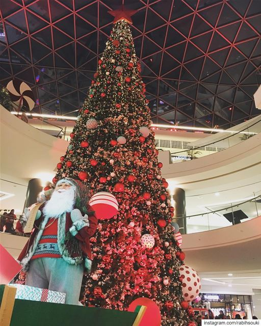 🎅🏻🎄🤶🏼🥁☃️🎁 (The Spot Choueifat)