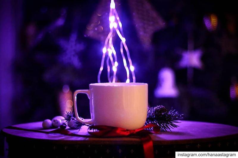 ولذة المساء أحياناً تكون في كوب قهوة خاص تدلل به مزاجك.. روقان_تايم تصوير