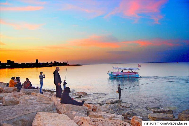 تحضن ألوان السّماء منبع ثقافتنا و البحر الذي رسى عليه أجدادنا الفينيق لنشر... (Tyre, Lebanon)