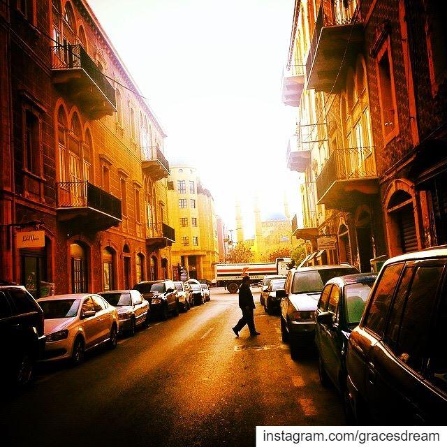 I walk alone 🚶🏻♀️....... Lebanon Beirut Liban ... (Gemmayze)
