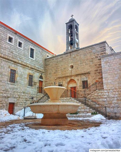 3a drajik ya knistna tarikh rjalik ma7four 3ena khdoud 7jaretna 3am... (Annâya, Mont-Liban, Lebanon)