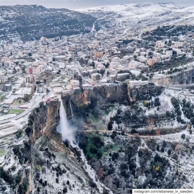 Godmorgon från denna utsikt 😍🙌🏻 lebanese_in_sweden livelovelebanon ... (Jezzîne, Al Janub, Lebanon)