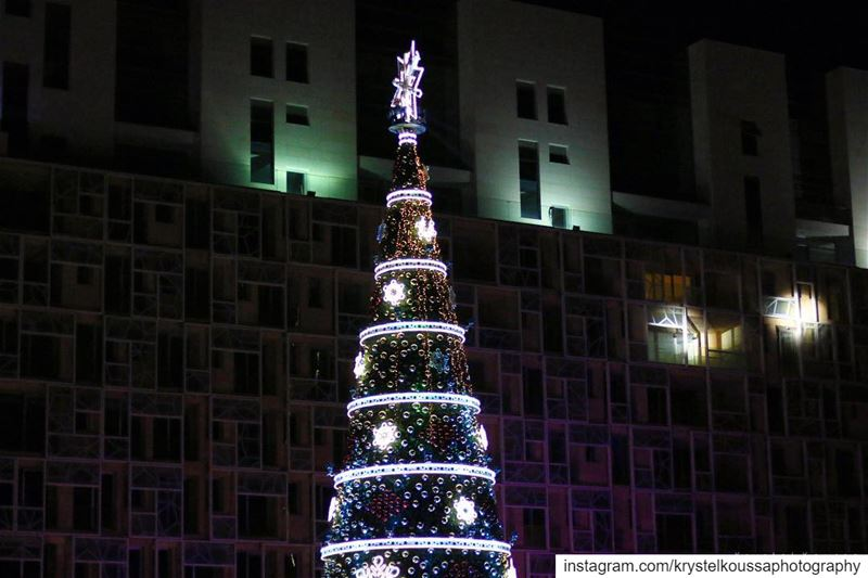Beirut Downtown  christmastree 🎄💫(Still not over  christmaspictures... (Downtown Beirut)