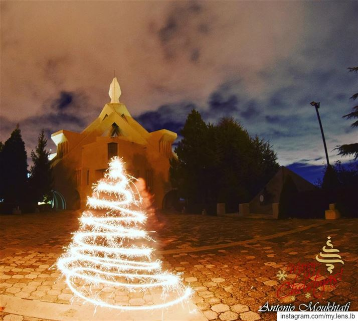 It's the most wonderful time of the year! Have a Blessed Christmas... (Ehdène, Liban-Nord, Lebanon)