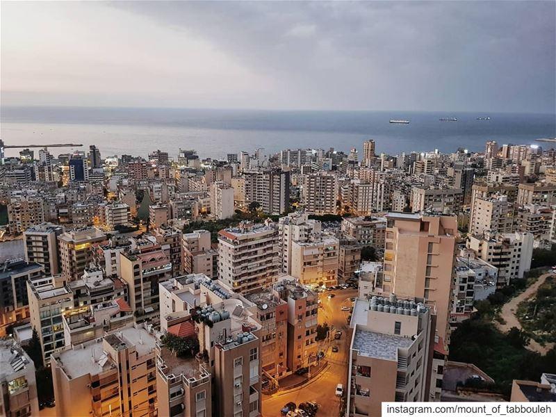 Grumpy days 🌩 Успокаивая ночью плачущего Рафаэля, я повредила свой и без т (Beirut, Lebanon)