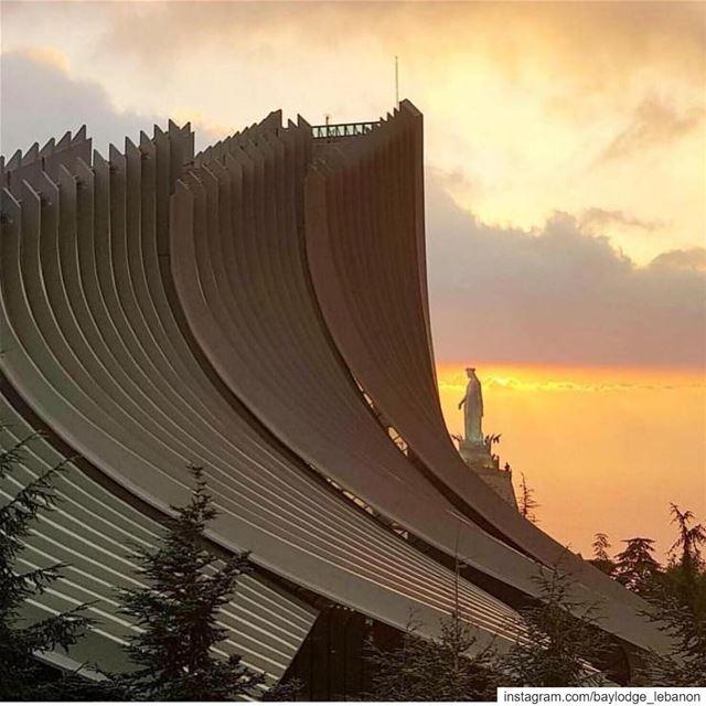 💛 OurLadyOfLebanon BeautifulSunsets BeautifulLebanon Repost @insta_leb (Harîssa, Mont-Liban, Lebanon)