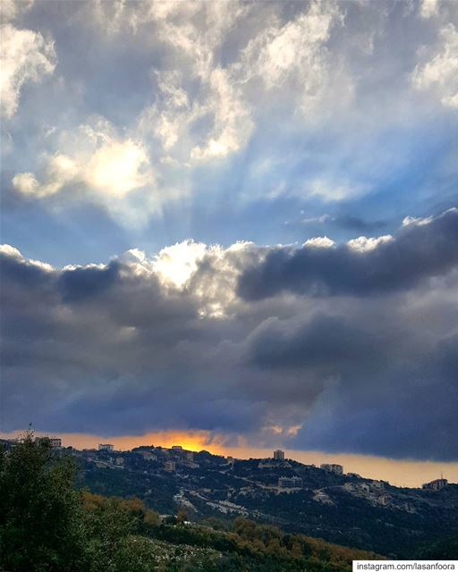 sunset clouds lebanoninapicture ptk_lebanon livelovebeirut ... (Annaya)