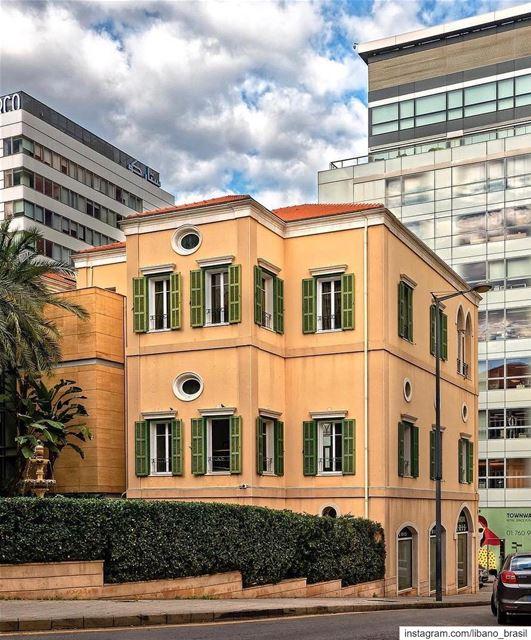 🇱🇧🇧🇷 Linda casa tradicional no coração de Beirute. Uma harmoniosa... (Beirut, Lebanon)