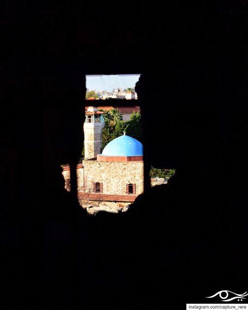 من خلف قضبان الحياة،يبقى الدين وسيلة للتحرر منها.ريم مرعي... (Jbeil)