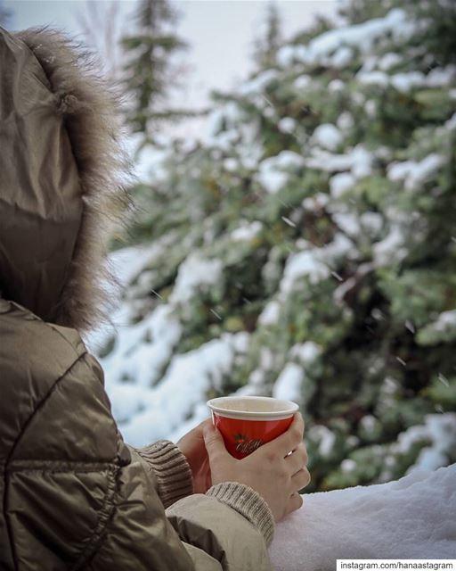 تائهه بين طفولة القلب ونضوج العقل... تصوير عدستي شتاء تلج لبناني قهوت