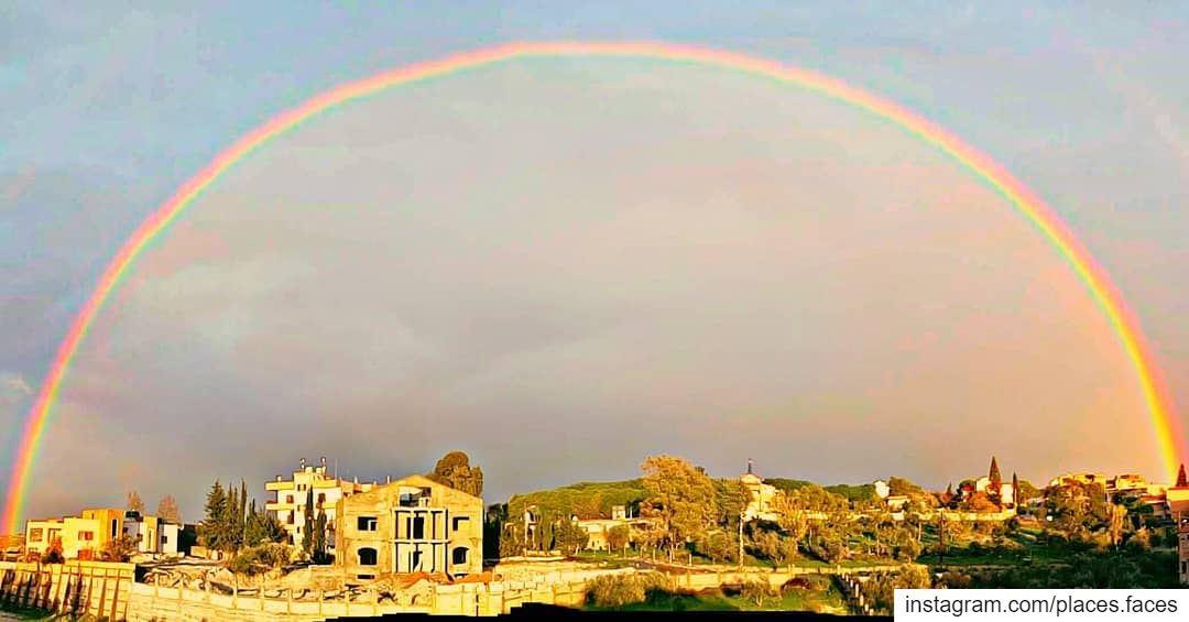 عندما لا تشرق الشمس...يضع الله لنا قوس الرحمن بين الغيوم... 🌈🌈☁️... (Ghassaniyah, Al Janub, Lebanon)