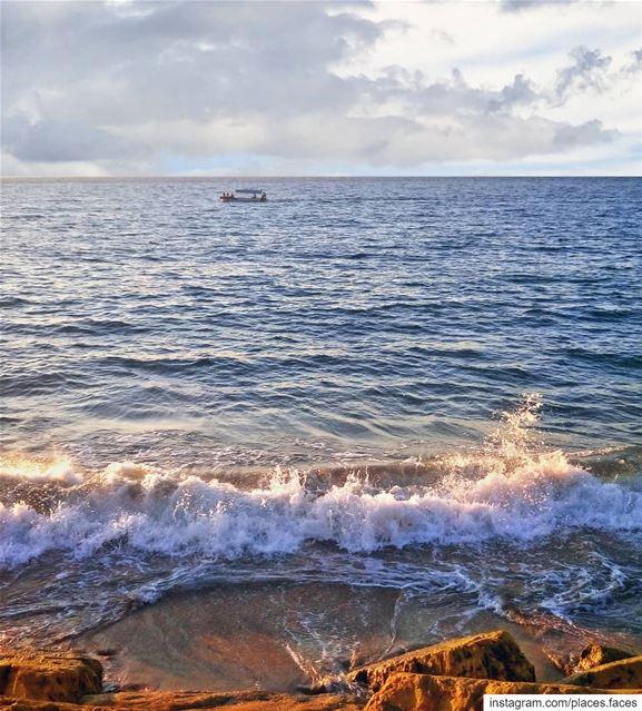 كثير قالوا عن البحر غدار... كثير قالوا يخفي أسرار كثير قالوا أناني وجبار... (Saïda, Al Janub, Lebanon)