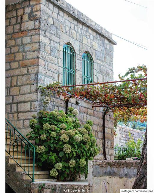 tb old lebanese house mountlebanon JustGoShoot InstaGood ... (Mazraat Al Chouf)
